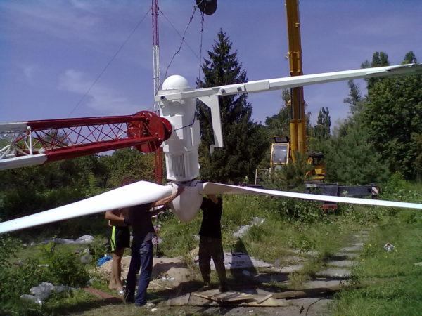 10kw inst pic 600x450 - 10 kW Wind Turbine - - wind-turbines - 10kw inst pic 600x450