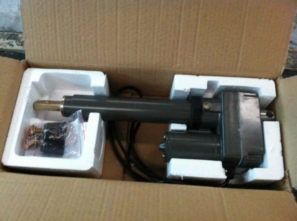 """LAC1500 j 600x448 - Linear Actuator -<img class=""""aligncenter size-full wp-image-18832"""" src=""""https://unpluggedpowersystems.ca/wp-content/uploads/2019/02/SuperJack-logo.png"""" alt="""""""" width=""""200"""" height=""""47"""" /> - solar-mounting-equipment - LAC1500 j 600x448"""